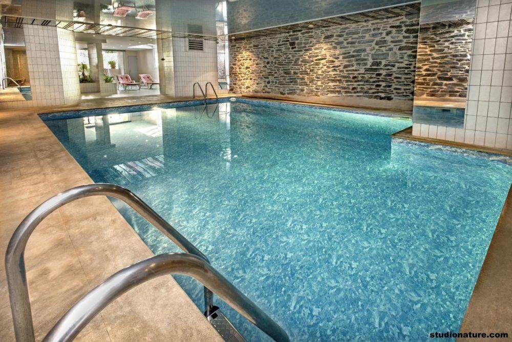 Notre piscine intérieure chauffée à 30°